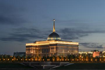 Астана, вид на Ак-Орду летним вечером