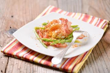 Barzotte impanate con asparagi e pancetta affumicata