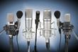 Eine Reihe Mikrofone