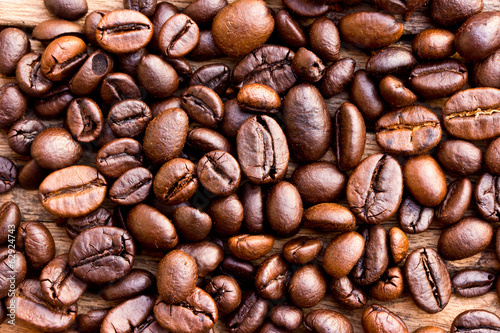 Coffee on grunge wooden background Fresh coffee beans on wood