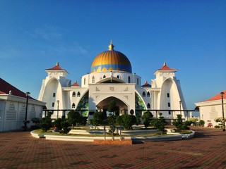 the majestic straits mosque, malacca during daylight