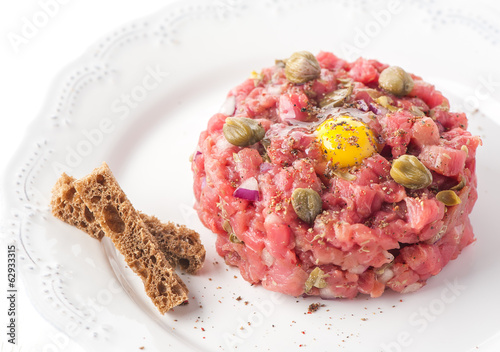 Beef tartare with spices and capers