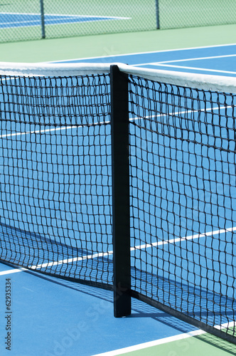 Outdoor tennis court focus on the net support