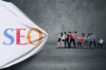 Businessteam pulling a banner of social media