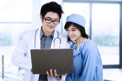 Doctors team using computer