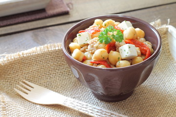 Chickpea salad with tuna, bell pepper and feta cheese