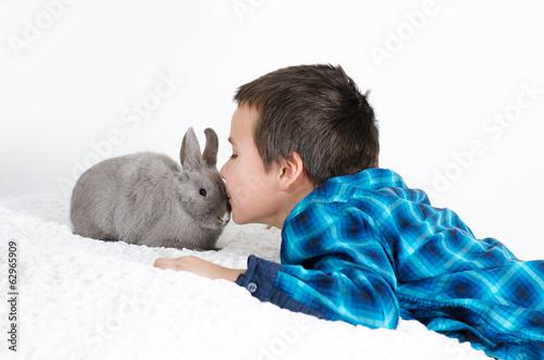 Junge mit Haustier