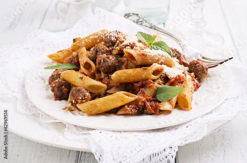 Pasta mit Hackfleisch und Tomatensauce