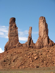Etats-unis - Monument Valley - Rochers pointus