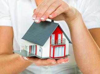 Symbolfoto für Hauskauf und Versicherung