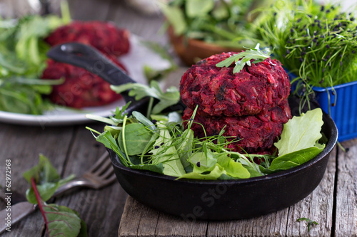 Vegan burgers with beetroot and beans