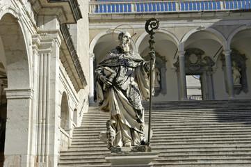 Statue des heiligen Benedikt auf Monte Cassino