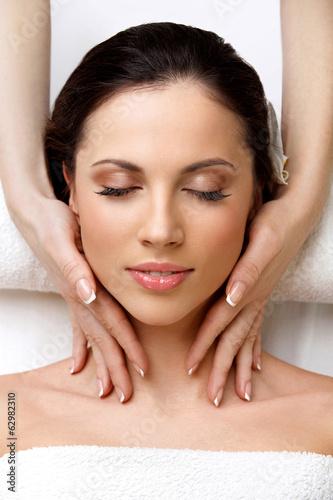 Obraz na Szkle Spa Woman. Close-up of a Beautiful Woman Getting Spa Treatment