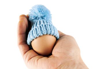 uovo in mano maschile Pasqua