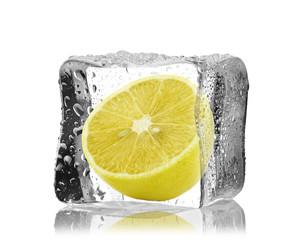 Cytryna w kostce lodu