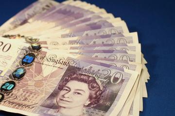 plik banknotów 20 funtowych