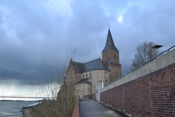 Kerk aan de Rijnboulevard