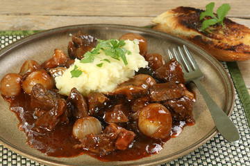 boeuf bourguignon with mashed potatos