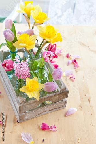 canvas print picture Frische Blumen in kleinen Flaschen