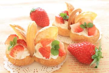 シュークリームと苺