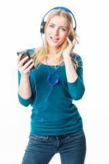 Mädchen mit Mp3 und Kopfhörer