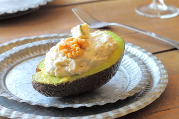 Avocado with blue cheese and walnuts cream