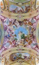 Plafond fresque dans l'église Premonstratesian dans Jasov