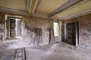 old abandoned room with windows