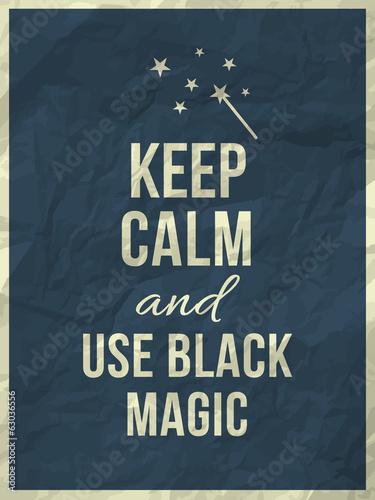 zachowaj-spokoj-i-uzyj-cytatu-z-czarnej-magii-na-pogniecionej-papierowej-fakturze