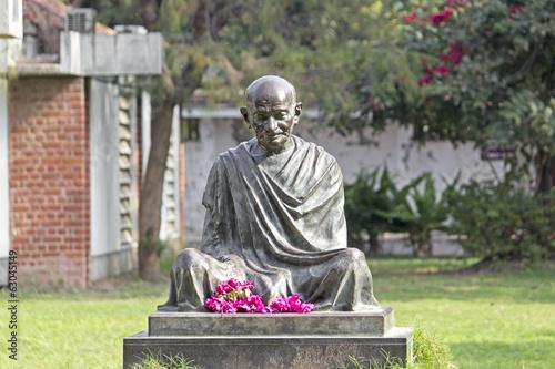Papiers peints Statue Mahatma Mahatma Gandhis statue in Sabarmati Ashram, Ahmedabad