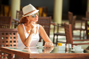 Fashion woman drinking coffee in cafe