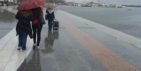 Yağmurlu Havada Yürüyüş
