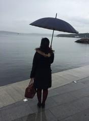 Şemsiyeli Bayan