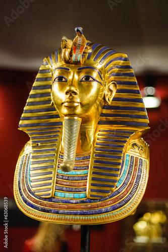 Burial mask of the egyptian pharaoh Tutankhamun - 63068539