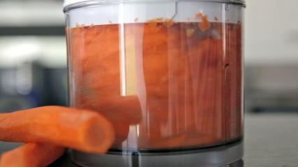 Karotten im Mixer multiquick zerkleinerer