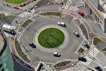 Milano dall'alto - rotonda e traffico stradale
