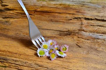 Gabel mit Blumen