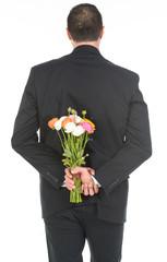 Ragazzo con sorpresa floreale