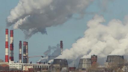 заводской дым, выбросы над городом, зима