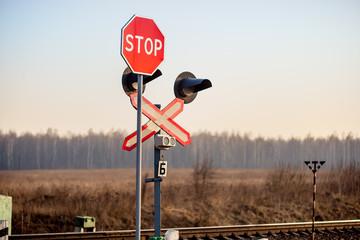 "Sign ""Stop"" naer railroad"