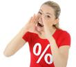 Frau im Sale-Shirt brüllt Sonder-Angebot