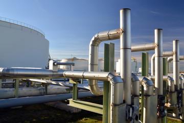 Gastank und Rohrleitung // pipeline industrial area