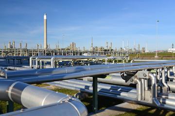 Rohrleitungen in Raffinerie // pipeline industrial area