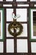 Erntedankkranz an einem Bauernhaus in Lothe (Lipperland)