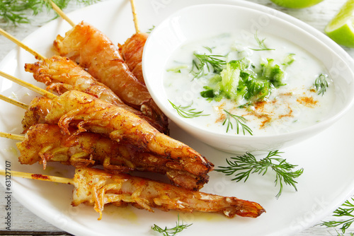 Fried prawns with sauce of yogurt and cucumber.