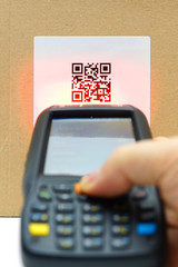 scanning QR code .label on the carton with laser