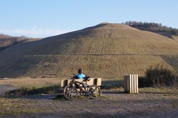 Pause mit Mountainbike, die Halde wartet