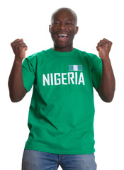 Jubelnder Fussball Fan aus Nigeria