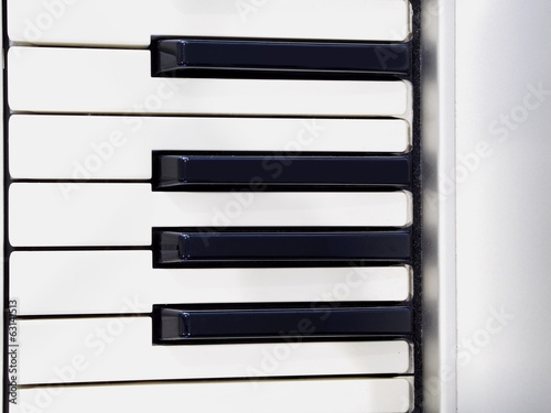 Piano key pattern white and white