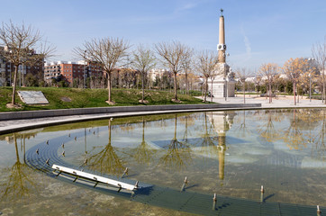 Madrid Río, fountain and obelisk